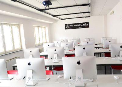 aula con computer imac per corsi formativi