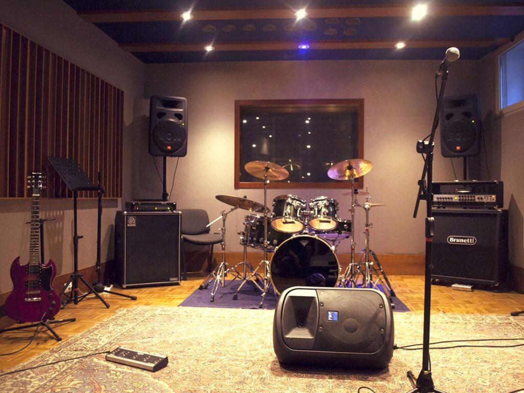 costo affitto sala prove foto della sala e degli strumenti musicale