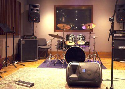 sala d'incisione musica con strumentazione in affitto