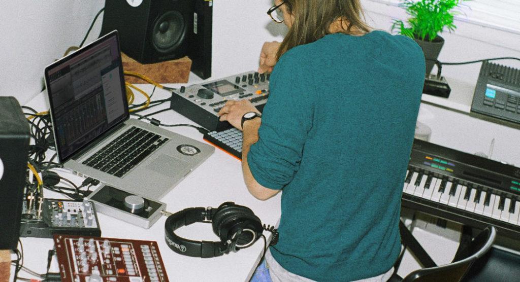 tecnico del suono lavoro producer musicale due figure professionale che tendono a convergere per mancanza di budget nelle produzioni musicali