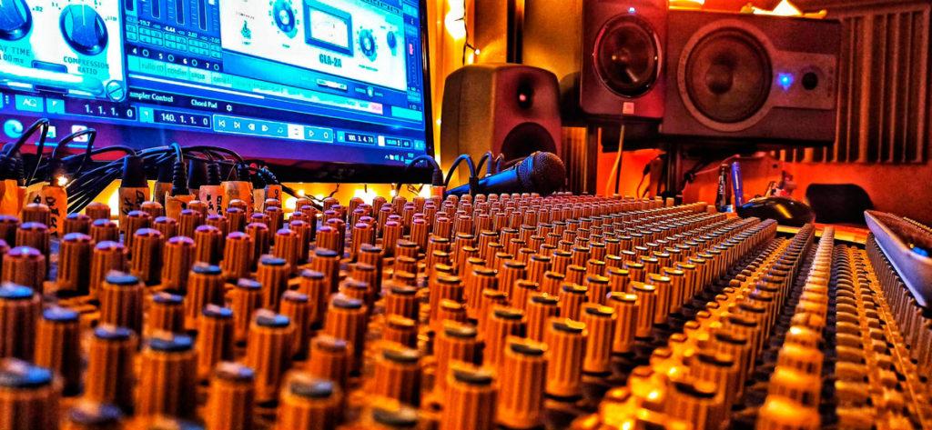 differenza tra mixaggio e mastering 2 fasi della post-produzione musicale